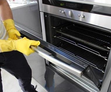 Domowej roboty środek usuwający tłuszcz z kuchenki i piekarnika