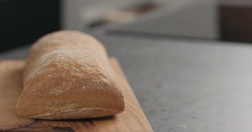 Domowy chleb we włoskim stylu /123RF/PICSEL