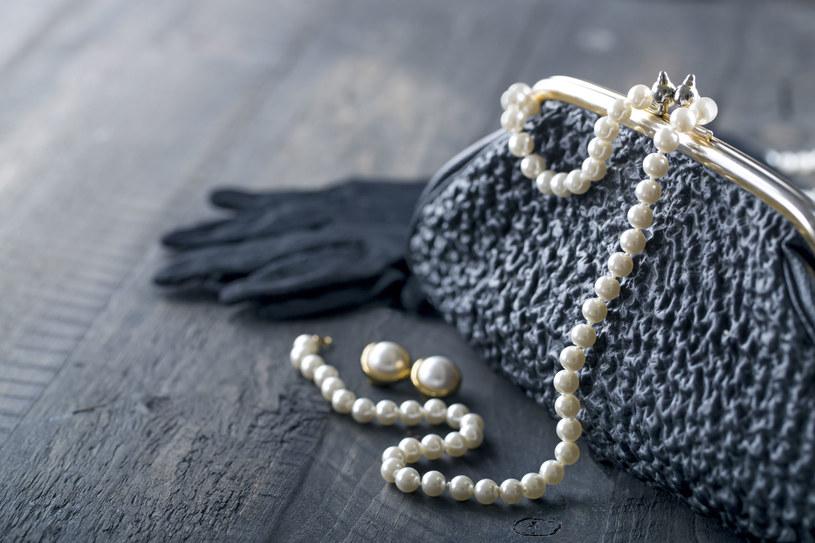 Domy mody i projektanci biżuterii namawiają do tego, aby dać perłom drugie życie /123RF/PICSEL