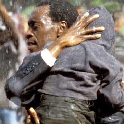 "Don Cheadle w filmie ""Hotel Ruanda"" /AFP"