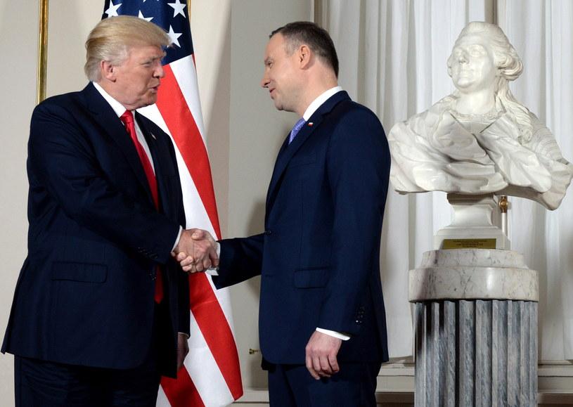 Donald Trump i Andrzej Duda podczas podczas powitania na Zamku Królewskim w Warszawie /Jacek Turczyk /PAP