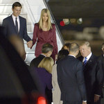 Donald Trump i jego małżonka Melania przylecieli do Polski. Jest też piękna Ivanka!