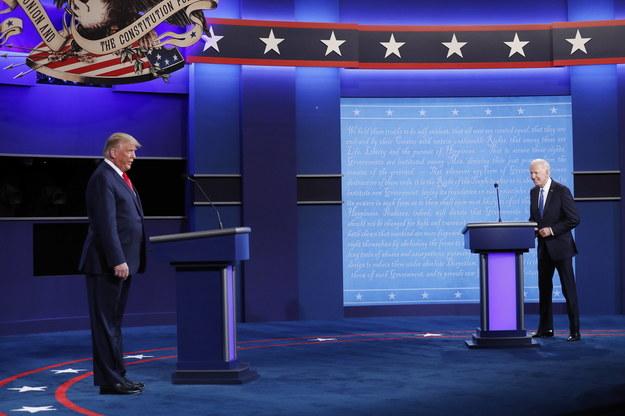 Donald Trump i Joe Biden podczas ostatniej debaty prezydenckiej przed wyborami w USA /SHAWN THEW    /PAP/EPA