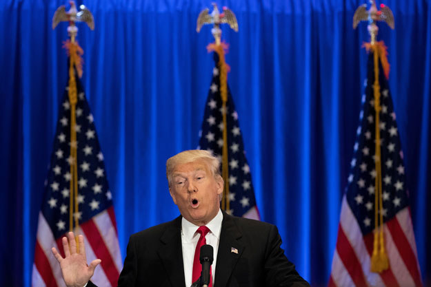 """Donald Trump o Hillary Clinton: Należy do """"oszukańczego systemu"""" waszyngtońskiego establishmentu politycznego /AFP"""