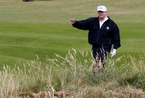 Donald Trump odwołał wizytę w Polsce. Weekend spędza na polu golfowym