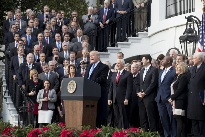 Donald Trump z deputowanymi /MICHAEL REYNOLDS    /PAP