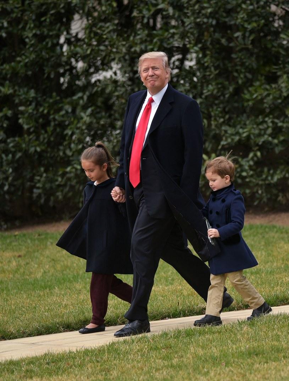 Donald Trump z wnukami /AP /East News