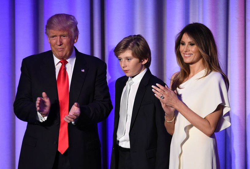 Donald Trump z żoną Melanią i synem Barronem w 2016 roku /SAUL LOEB / AFP /East News