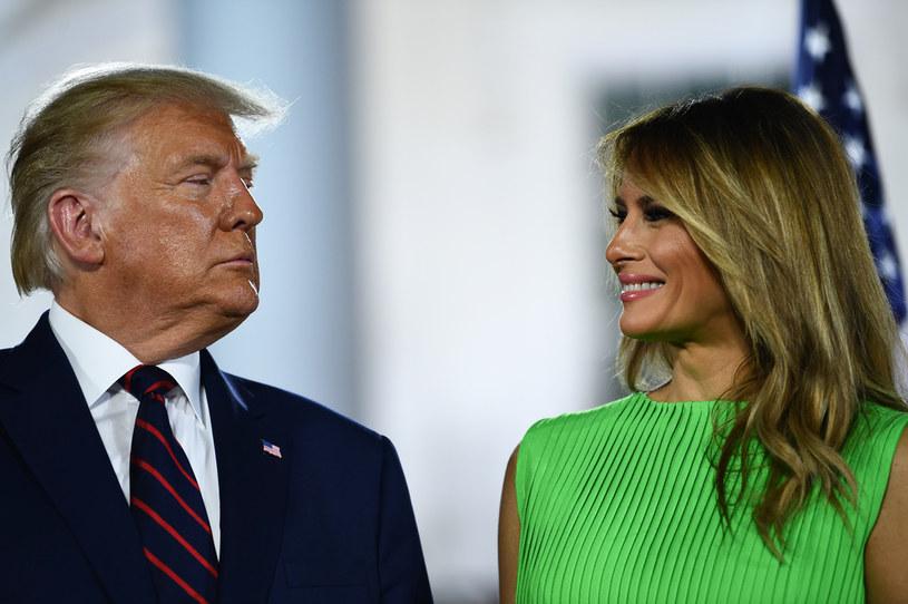 Donald Trump z żoną Melanią przed Białym Domem /Brendan Smialowski /AFP
