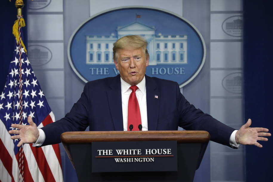 Donald Trump zaleca noszenie maseczek, sam jednak nie zamierza tego robić /YURI GRIPAS / POOL /PAP/EPA