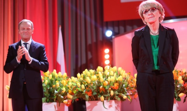 Donald Tusk i europosłanka Danuta Huebner w trakcie drugiego dnia VI Kongresu Kobiet /Leszek Szymański /PAP