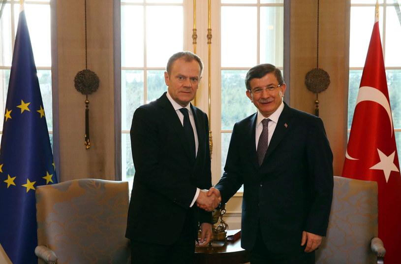 Donald Tusk i i turecki minister spraw zagranicznych Ahmet Davutoglu /PAP/EPA