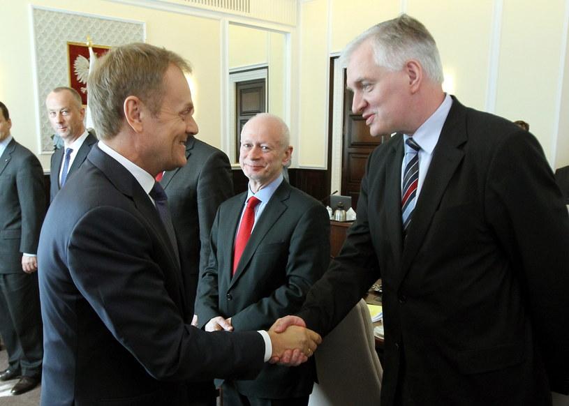 Donald Tusk i Jarosław Gowin /Radek Pietruszka /INTERIA.PL/RMF/PAP