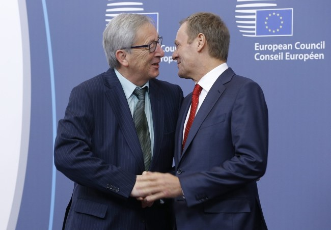 Donald Tusk i Jean Claude Juncker /PAP/EPA/JULIEN WARNAND /PAP/EPA