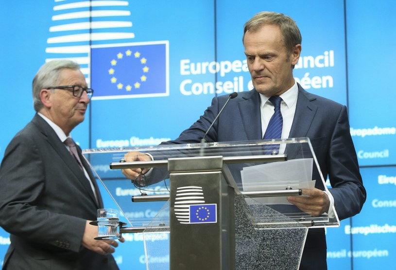 Donald Tusk i Jean Claude-Juncker /PAP/EPA