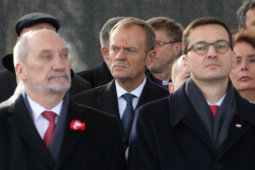 Donald Tusk i Mateusz Morawiecki /Fot. Stanislaw Kowalczuk /East News