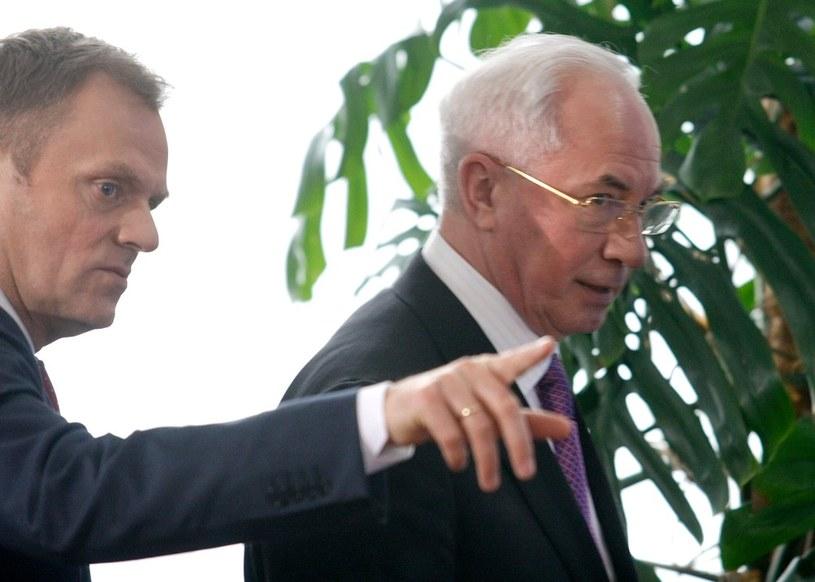 Donald Tusk i Mykoła Azarow /Michał Dyjuk /Reporter