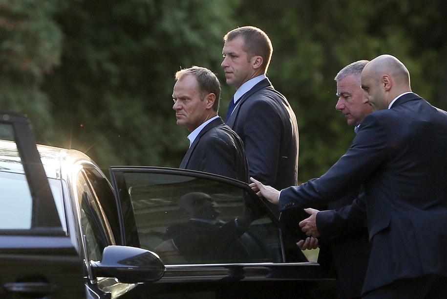 Donald Tusk i Paweł opuszczają KPRM po zakończeniu posiedzenia Zarządu Krajowego PO /Paweł Supernak /PAP