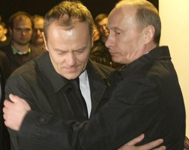 Donald Tusk i Władimir Putin podczas wizyty premiera Polski na miejscu katastrofy /AFP