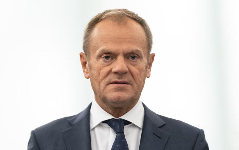 Donald Tusk musiał wysłuchać ostrego przemówienia Guy'a Verhofstada /Patrick Seeger  /PAP/EPA