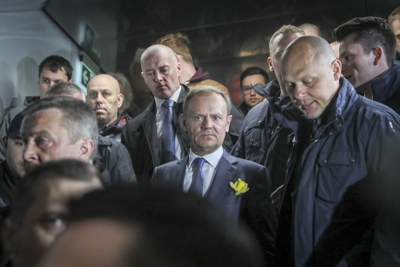 Donald Tusk na Dworcu Centralnym /Andrzej Iwańczuk/Reporter /East News