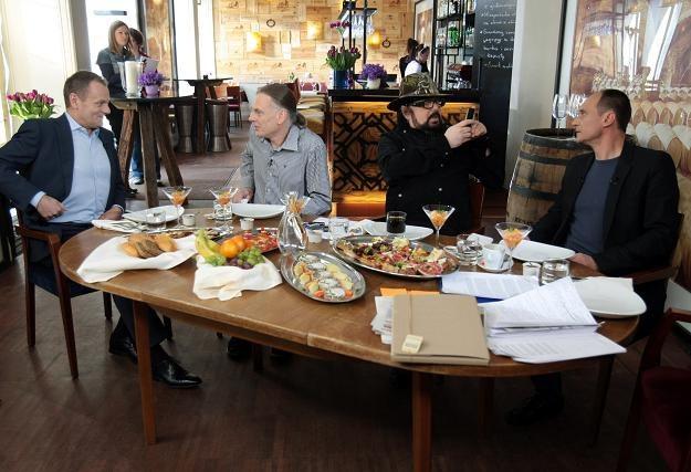 Donald Tusk na śniadaniu z rozżalonymi artystami, fot. L. Szymański /PAP