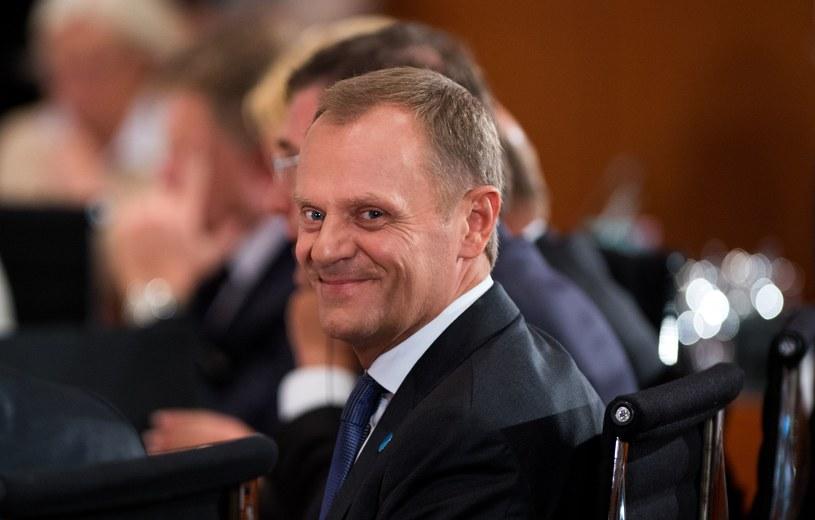 Donald Tusk nie ma ostatnio zbyt wielu powodów do śmiechu /AFP