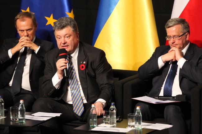 Donald Tusk, Petro Poroszenko i Bronisław Komorowski /PAP/Piotr Wittman /PAP
