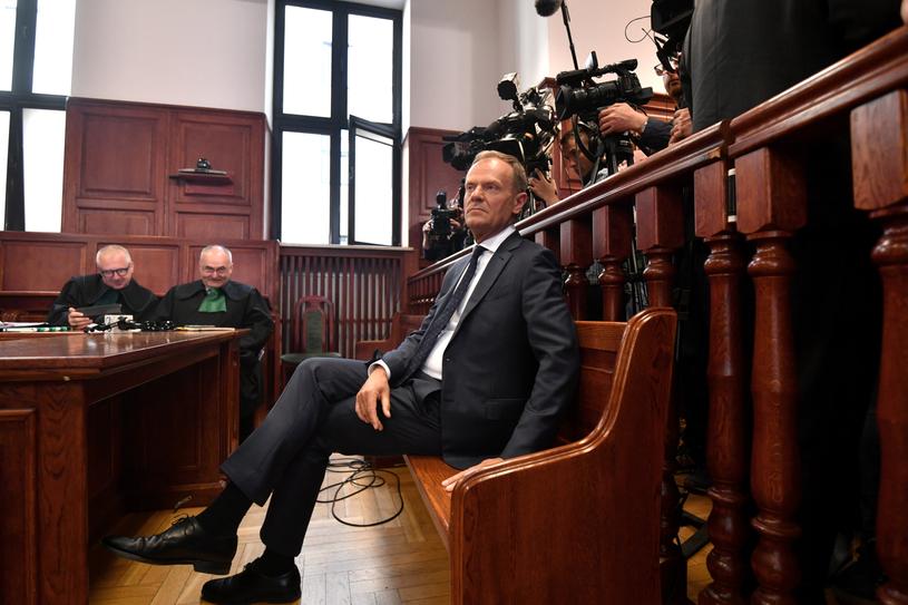 Donald Tusk podczas przerwy w rozprawie /PAP