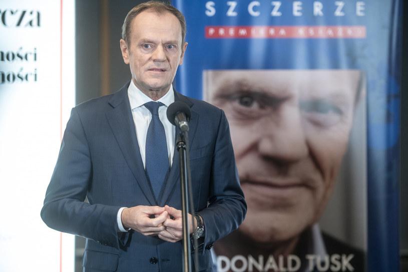 Donald Tusk promuje swoją książkę /Jacek Dominski/ /Reporter