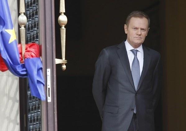 Donald Tusk przed Kancelarią Premiera /Michał Dyjuk /Reporter