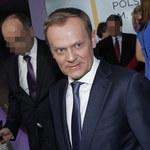 Donald Tusk przyłapany bez koszulki chwali się klatą! To zdjęcie wywołało sensację