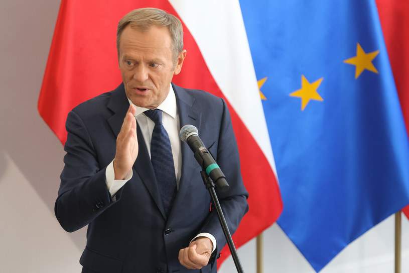 Donald Tusk wezwał wszystkich na Plac Zamkowy /Andrzej Iwanczuki/REPORTER /Reporter