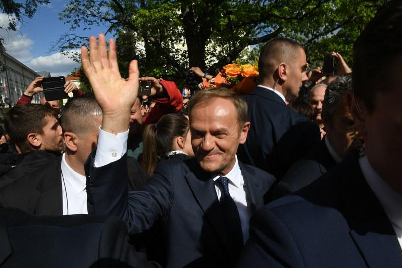 Donald Tusk wśród tłumu / Jacek Domiński /Reporter