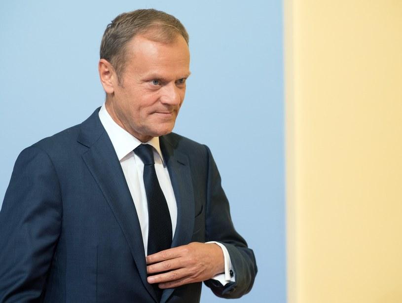 """Donald Tusk z przesłuchania wyszedł obronną ręką - twierdzą w rozmowie z """"Faktem"""" politycy PiS /SERGEY GUNEEV /East News"""