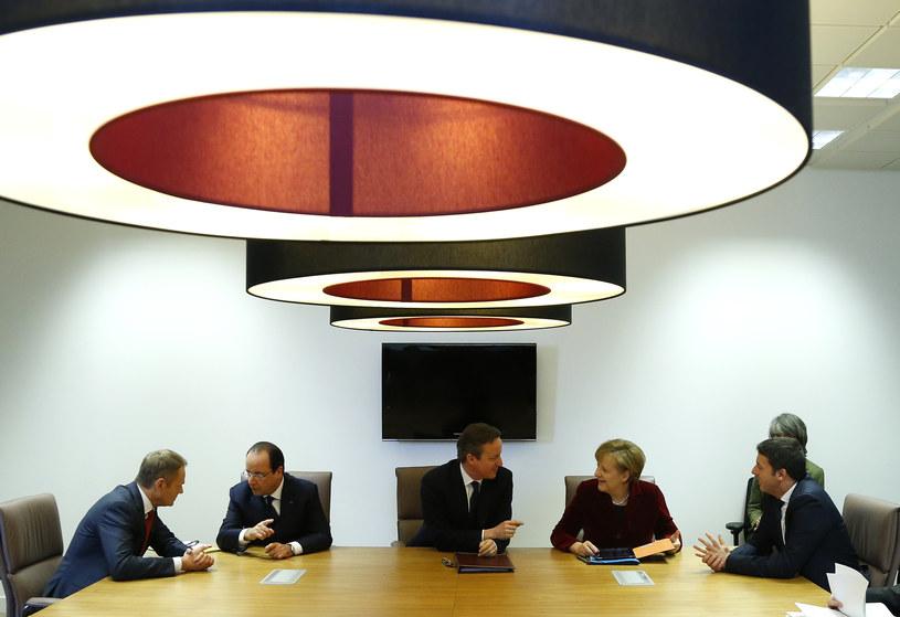 Donald Tusk z przywódcami państw członkowskich UE /Yves Herman /AFP