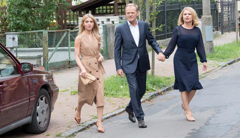 Donald Tusk z żoną i córką /Wojciech Strozyk/ /Reporter