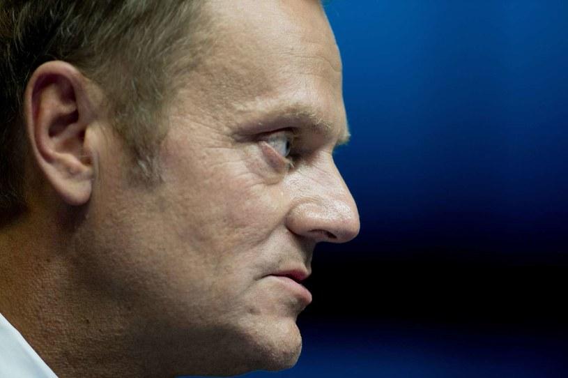 Donald Tusk złożył dzisiaj na ręce prezydenta Bronisława Komorowskiego dymisję /AFP