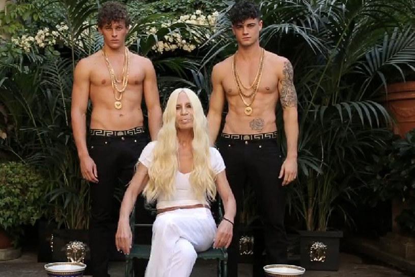 Donatella Versace dała się polać zimną wodą/fot. Facebook /Styl.pl