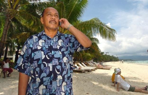Dopiero spadek cen może zwiększyć zainteresowanie abonentów usługą roamingu /AFP