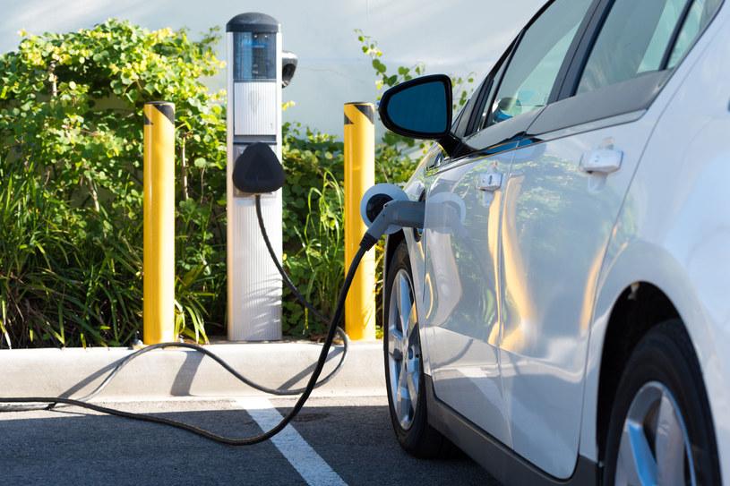 Dopłaty do aut elektrycznych mogą pomóc rozruszać ich sprzedaż w Polsce. Fot. Mike Flippo /123RF/PICSEL