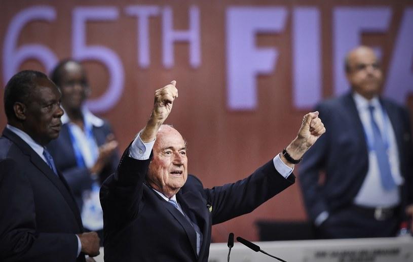 - Dopóki Blatter startuje w wyborach, nikt nie ma szans z nim wygrać - uważa Boniek /AFP