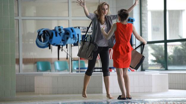 Doprowadzona do ostateczności Inga popycha Dorotę, która traci równowagę i… wpada do basenu. /Polsat