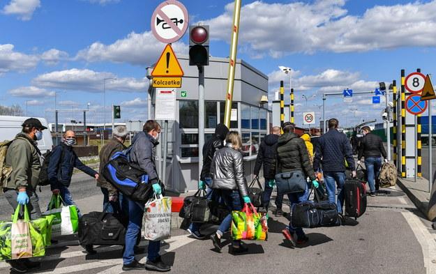 Dorohusk, kwiecień 2020. Ukraińcy wracają do kraju na święta wielkanocne /Wojtek Jargiło /PAP
