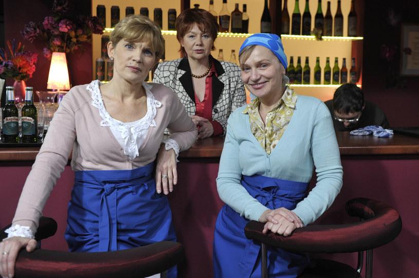 "Dorota Chotecka, Dorota Nowakowska i Katarzyna Żak na planie serialu ""Ranczo"" /AKPA"