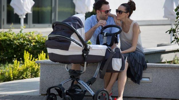 Dorota Czaja z mężem i synkiem na spacerze /Agencja W. Impact