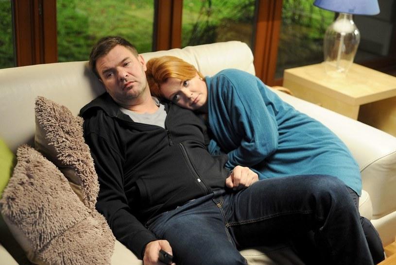 Dorota (Daria Widawska) i Wojtek (Tomasz Karolak) staną przed trudnym wyborem... /Agencja W. Impact