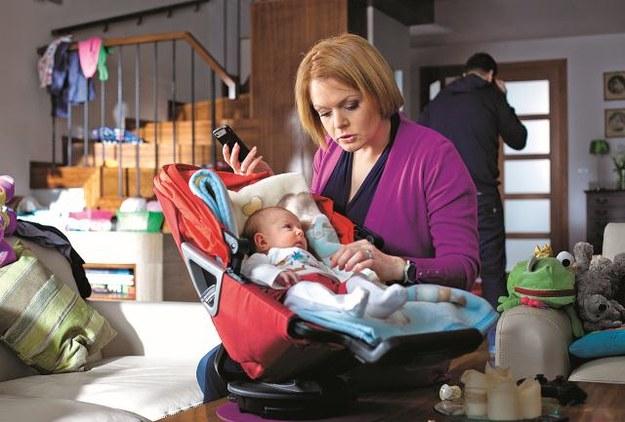 Dorota stara się sprostać obowiązkom mamy, nie zaniedbując pracy. – W zasadzie to niemożliwe! – mówi Daria Widawska. /Mat. Prasowe