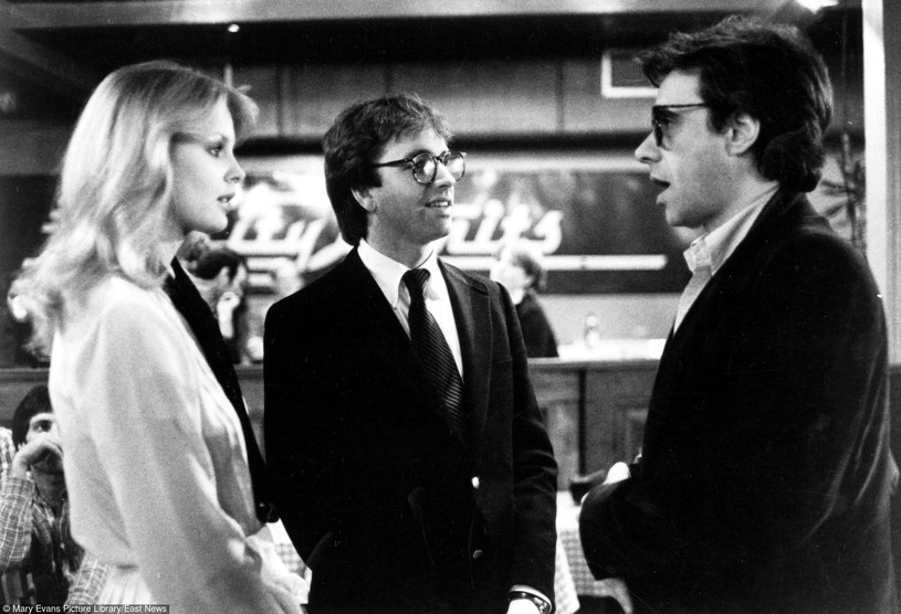 """Dorothy Stratten (L) i Peter Bogdanovich (P) na planie filmu """"Śmiechu warte"""" /Mary Evans Picture Library /East News"""
