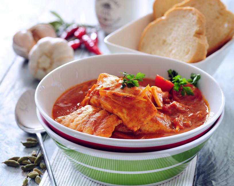 Dorsz na ostro w pomidorach /123RF/PICSEL